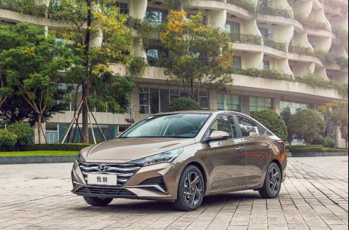 选现代的产品诚意还是丰田的品牌魅力,新一代悦纳与威驰的C位之争-汽车氪